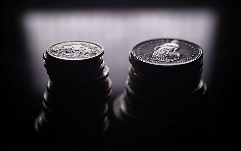 Koin Swiss Franc - Bloomberg / Stefan Wermuth