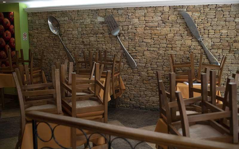 Salah satu restoran yang sempat ditutup sebagai upaya pencegahan penyebaran virus corona. Bloomberg - Carlos Becerra