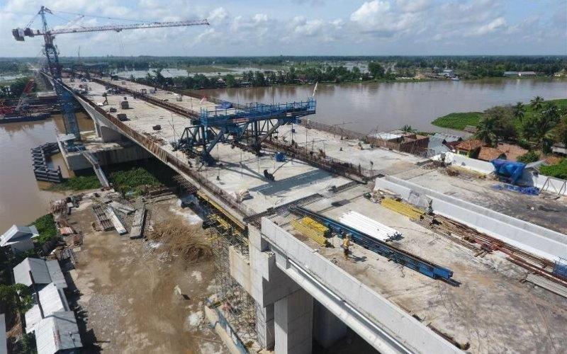 Jembatan Ogan. Jembatan sepanjang 1,6 kilometer ini sudah memasuki tahap pengecoran terakhir dan menjadi bagian penting dari penyelesaian jalan tol Kayu Agung-Palembang-Betung sejauh 111 kilometer. - Kementerian PUPR