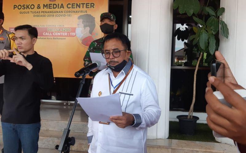 Wali Kota Balikpapan Rizal Effendi saat mengumumkan kebijakan baru terkait diperbolehkannya kembali aktivitas di pusat perbelanjaan - Bisnis/Jaffry Prabu Prakoso.