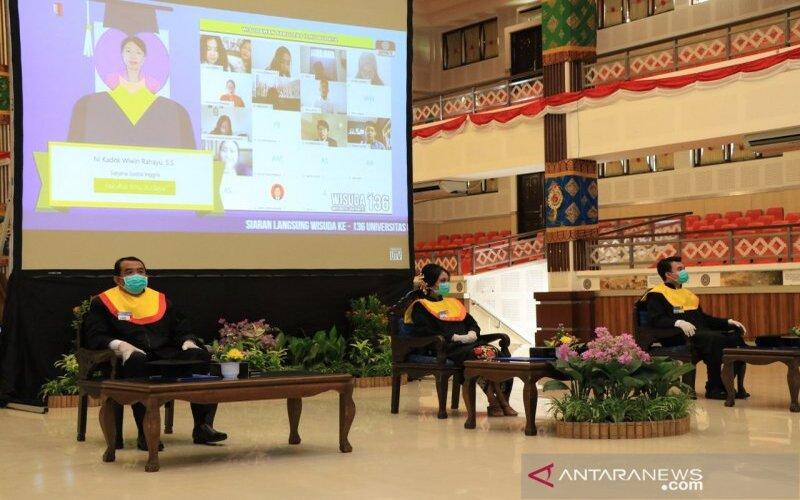 Pelaksanaan wisuda secara daring di Universitas Udayana, Bali, Sabtu (6/6). Antaranews Bali. - Humas Unud