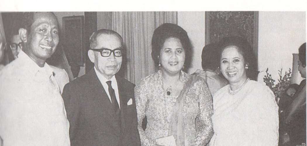 Peringatan pernikahan ke/25 Soedarpo/Mien pada 28 Maret 1972. (Dari kiri Soedarpo, Moh. Hatta, Rahmi Hatta, Mien Soedarpo)