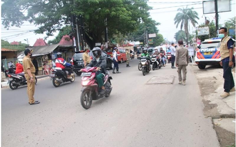 Suasana lalu lintas saat pemberlakuan pembatasan sosial beksala besar (PSBB) di Kota Bekasi - Istimewa