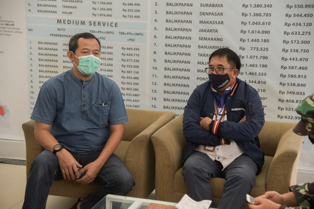 Wali Kota Balikpapan, Rizal Effendy bersama Wakil Wali Kota Balikpapan, Rahmad Mas'ud dalam memastikan penerapan penanganan antisipasi Corona Virus Desease (COVID/19) melakukan peninjauan di Bandar Udara Internasional Sultan Aji Muhammad Sulaiman (SAMS) Sepinggan Balikpapan.
