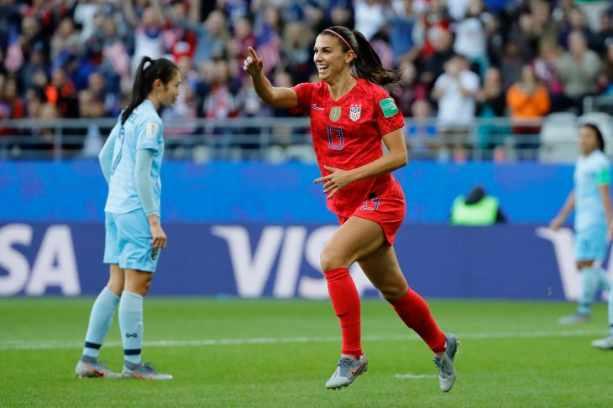 Ilustrasi-Striker Timnas putri Amerika Serikat, Alex Morgan - Reuters
