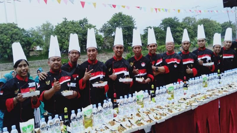 Ilustrasi-Sebanyak 50 chef dan 50 siswa SMK bahu membahu membuat 472 tahu gimbal kudapan khas Kota Semarang. Sabtu (24/4/2019). - Istimewa