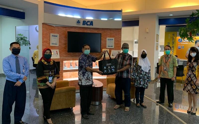Pemberian donasi BCA