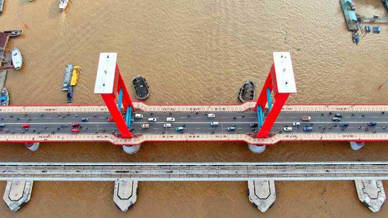 Ilustrasi - Foto udara Jembatan Ampera dan rel Lintas Raya Terpadu (LRT) di Palembang, Sumatra Selatan, Kamis (2/5/2019). - Bisnis/Abdullah Azzam