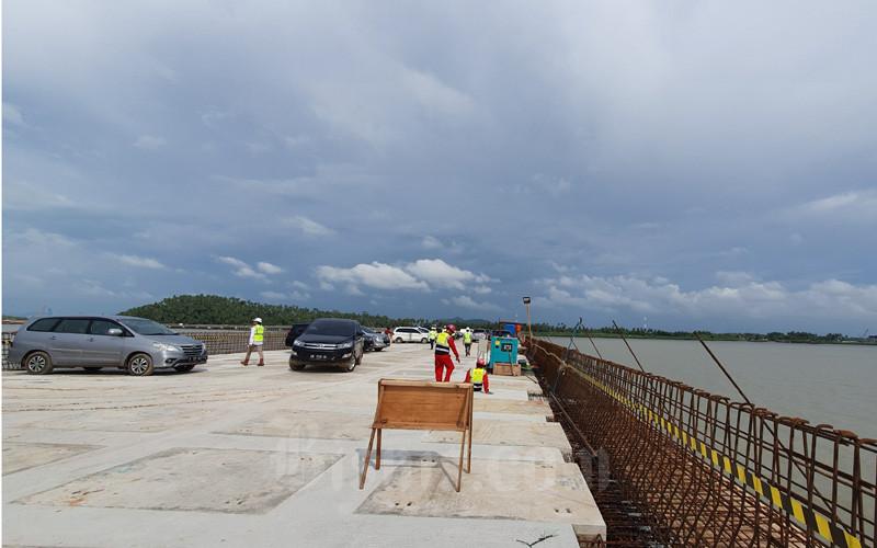Kondisi jalur penghubung dermaga (trestle) yang sudah dibangun sepanjang 2.700 meter menuju Terminal Kijing, Kamis (16/1/2020). - Bisnis/Rio Sandy Pradana
