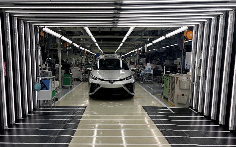 Toyota Mirai, mobil berbahan bakar cell tengah menunggu pemeriksaan akhir di pabrik Toyota Motor Corp. di Aichi Prefecture, Jepang, 11 April 2019. REUTERS - Joe White