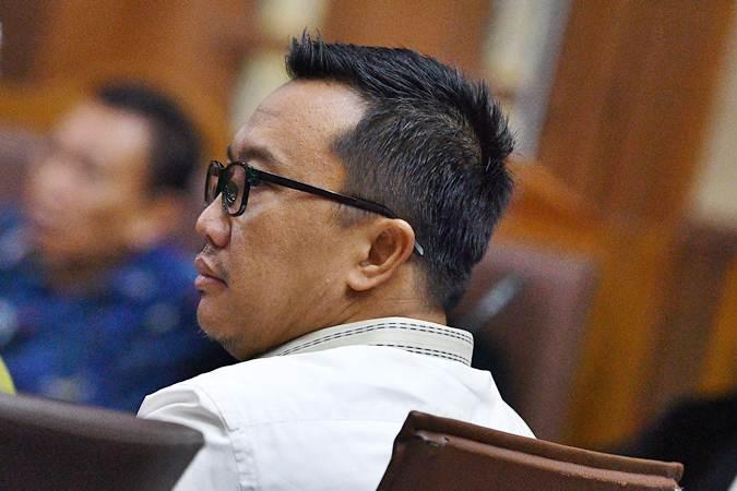 Imam Nahrawi saat menjadi saksi dalam sidang kasus dugaan suap dana hibah KONI dengan terdakwa Sekjen KONI Ending Fuad Hamidy di Pengadilan Tipikor, Jakarta, Senin (29/4/2019). - ANTARA/Sigid Kurniawan
