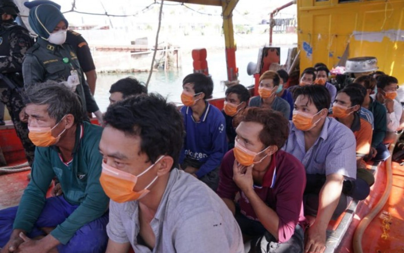 Awak kapal ikan asing pelaku pencurian ikan di wilayah pengelolaan ikan di laut Indonesia.  - KKP