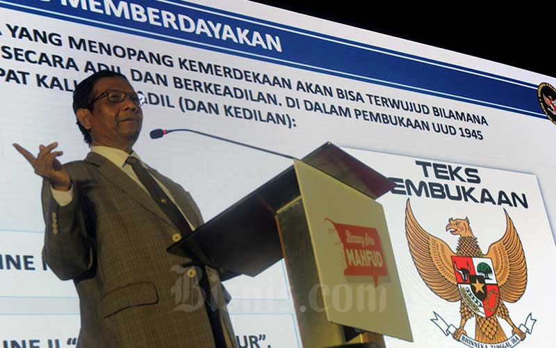 Menkopolhukam Mohammad Mahfud MD memberikan kata sambutan pada acara Bincang Seru Mahfud : Inspirasi, Kreasi, Pancasila di Universitas Indonesia, Depok, Jawa Barat, Senin (17/2/2020). Acara ini bertujuan untuk mengajak kaum muda mengimplementasikan nilai - nilai Pancasila guna merawat persatuan bangsa agar dapat membawa kejayaan Indonesia di berbagai aspek. Bisnis - Nurul Hidayat