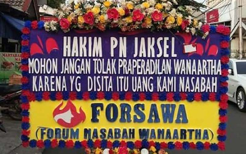 Karangan bunga dari Nasabah WanaArtha Life yang meminta hakim mengabulkan tuntutan praperadilan karena WanaArtha Life dinilai tidak terkait dengan kasus Jiwasraya. - Istimewa