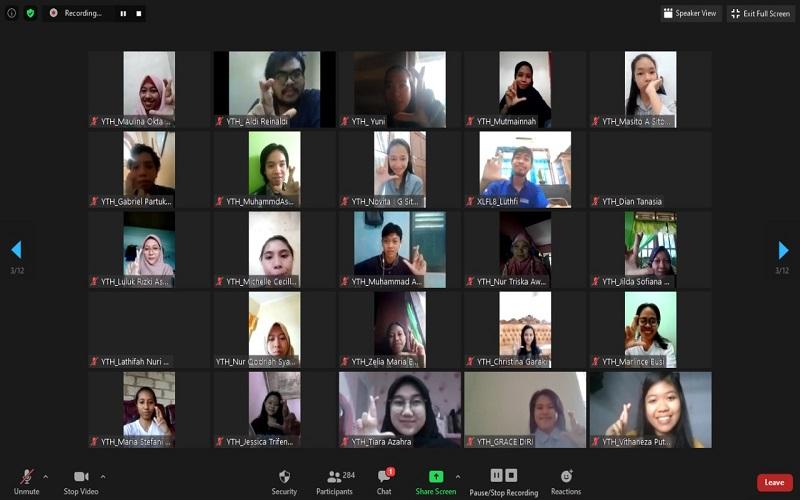 Sejumlah mahasiswa mengkiuti seminar e-Youth Townhall secara daring yang digelar XL Axiata - Istimewa