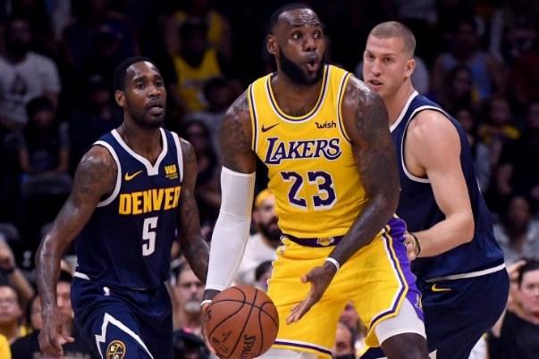 Ilustrasi- Pemain NBA dari klub LA Lakers, LeBron James (kanan) - Twitter
