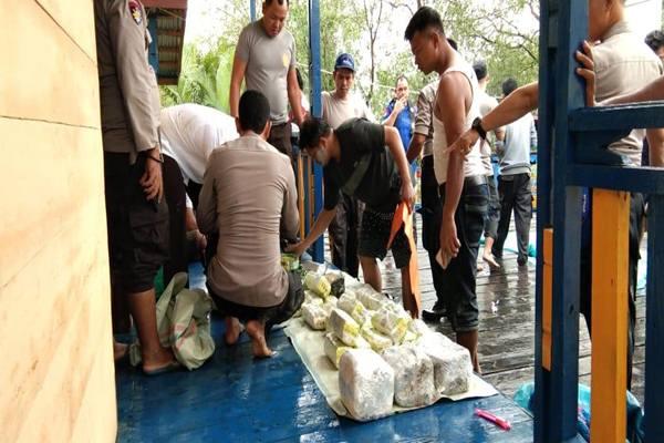 Mabes Polri meringkus 3 orang tersangka bandar narkotika jenis sabu dan ekstasi jaringan Malaysia-Sumatra. - Dok. Polri