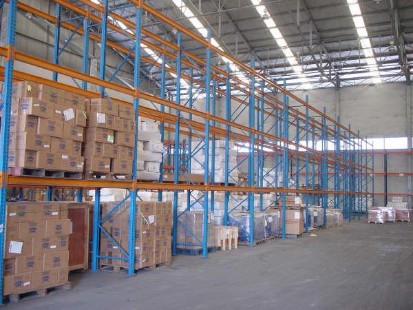 Ilustrasi gudang logistik