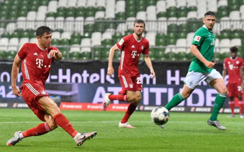 Gol Robert Lewandowski ke gawang Werder Bremen yang membuat Bayern Munchen juara Liga Jerman musim 2019 - 2020.