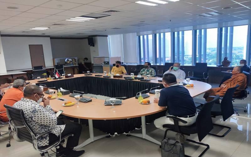 Ketua Gugus Tugas Percepatan Penanganan Covid-19 Doni Monardo bertemu dengan perwakilan organisasi keagamaan Indonesia di Graha BNPB, Jakarta, pada hari ini, Selasa (16/6/2020). - Istimewa