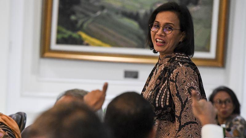 Menteri Keuangan Sri Mulyani bersiap mengikuti rapat terbatas (ratas) tentang peningkatan peringkat pariwisata Indonesia di Kantor Presiden, Jakarta, Senin (17/2/2020). -  ANTARA / Hafidz Mubarak A