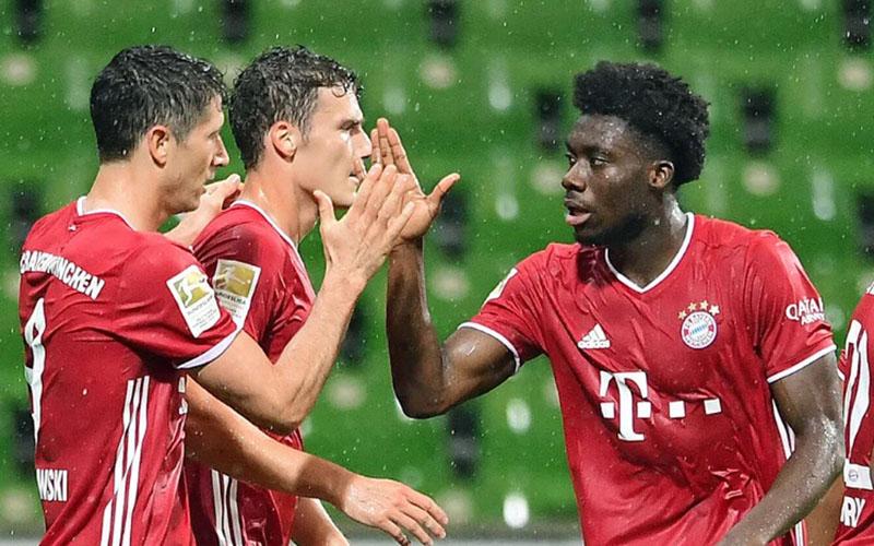 Ujung tombak Bayern Munchen Robert Lewandowski (kiiri) setelah menjebol gawang Werder Bremen. - Bundesliga.com