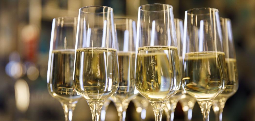 Deretan gelas berisi wine. - Bloomberg/Patrick T. Fallon