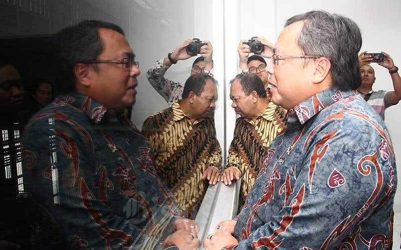 Menteri Riset dan Teknologi Bambang Brodjonegoro (kanan) saat meninjau Dexa Laboratories of Biomolecular Sciences (DLBS) Dexa Group di Cikarang, Bekasi, Rabu (8/1/2020). - Bisnis