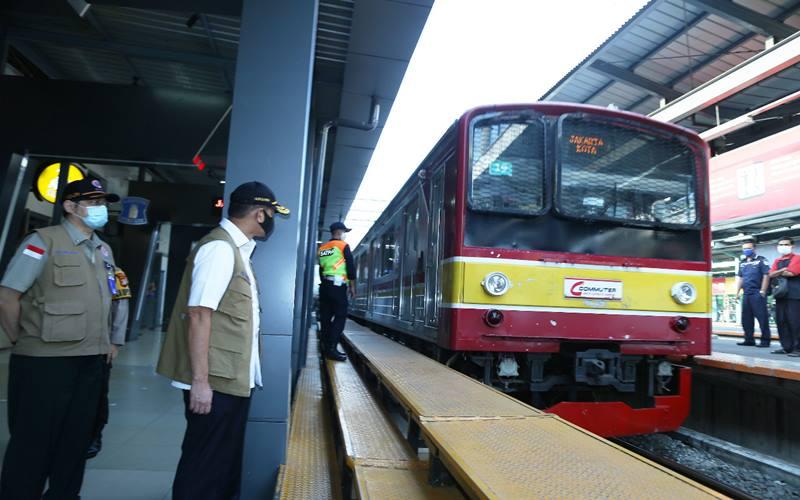 Ketua Gugus Tugas Percepatan Penanganan Covid-19 Doni Monardo saat meninjau kesiapan Stasiun Manggarai dalam menerapkan kenormalan baru di tengah Pembatasan Sosial Berskala Besar (PSBB) transisi di wilayah DKI Jakarta pada hari ini, Senin (8/6/2020). - Istimewa