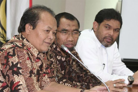 Wakil Ketua MPRHidayat Nurwahid (kiri): meminta pembahasan RUU Haluan Ideologi Pacasila dihentikan