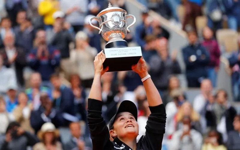 Petenis Australia Ashleigh Barty juara single putri Prancis Terbuka 2019./Antara - Reuters