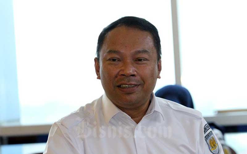 Direktur Keuangan PT Kereta Api Indonesia (Persero) Rivan A Purwantono saat berkunjung ke Wisma Bisnis Indonesia, Senin (18/5/2020). Rivan yang sebelumnya adalah Direktur Komersial Bank Bukopin itu ditetapkan Dirut bank tersebut, Kamis (18/6 - 2020) menggantikan Eko Rachmansyah Gindo yang mengundurkan diri belum lama ini. Bisnis / Dedi Gunawan