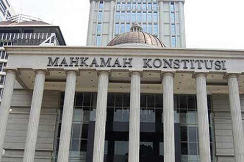 Seorang pensiunan Polri mengajukan uji materi ke Mahkamah Konstitusi (MK) terkait dengan penerapan Pasal 109 ayat (2) KUHAP yang dinilai tidak diterapkan sebagaimana mestinya.