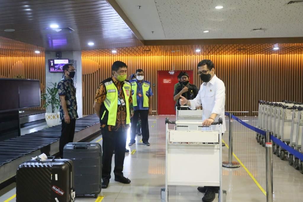 Menparekraf Wishnutama melakukan kunjungan protokol kesehatan pencegahan penyebaran COVID/19 di Bandara I Gusti Ngurah Rai Bali.