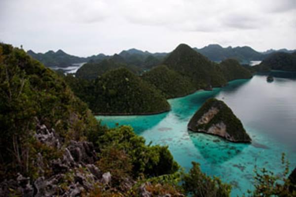 Wayag di Kabupaten Raja Ampat Papua. - Indonesia Travel