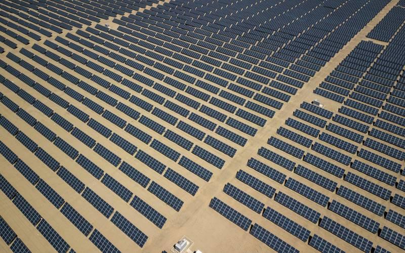 Ilustrasi - Ladang Solar Cell di China. - Bloomberg / Qilai Shen.