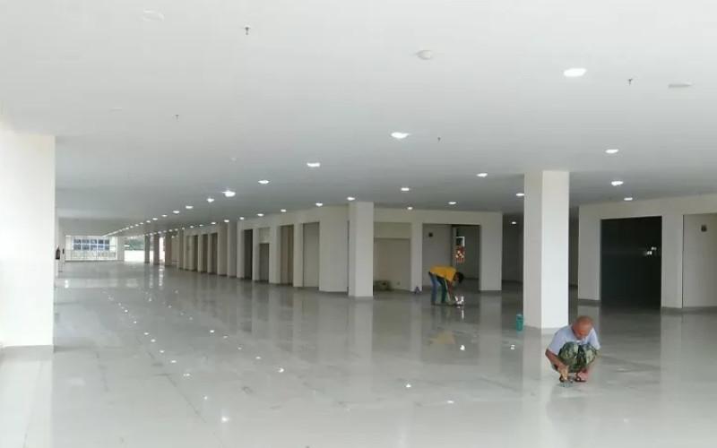 Lantai empat Pasar Ateh di Kota Bukittinggi, Sumbar yang akan dipergunakan untuk pedagang yang selama ini berjualan di lapangan. - ANTARA