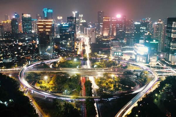 Suasana simpang susun semanggi di Jakarta, Minggu (19/11) malam. - JIBI/Abdullah Azzam