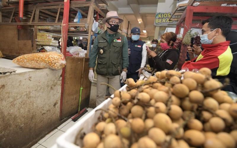 Ridwan Kamil mengunjungi salah satu pasar tradisional di Jabar