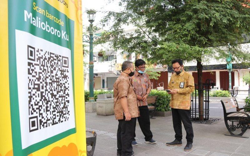 Pemerintah Kota Yogyakarta menerapkan sistem barcode dan zonasi untuk mengatasi kepadatan pengunjung saat new normal. Pemkot Yogyakarta