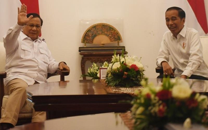 Presiden Joko Widodo (kanan)dalam satu kegiatan bersama Menteri Pertahanan Prabowo Subianto - ANTARA/Akbar Nugroho Gumay