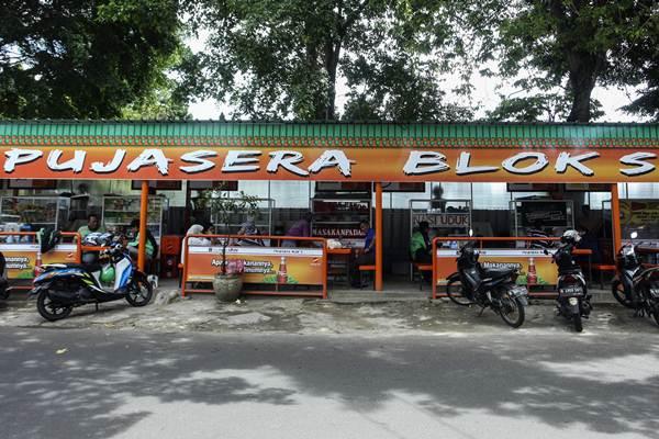 Warung/warung yang berada di Pujasera Blok S.