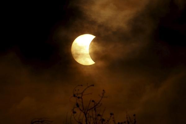 Ilustrasi-Gerhana matahari - Reuters