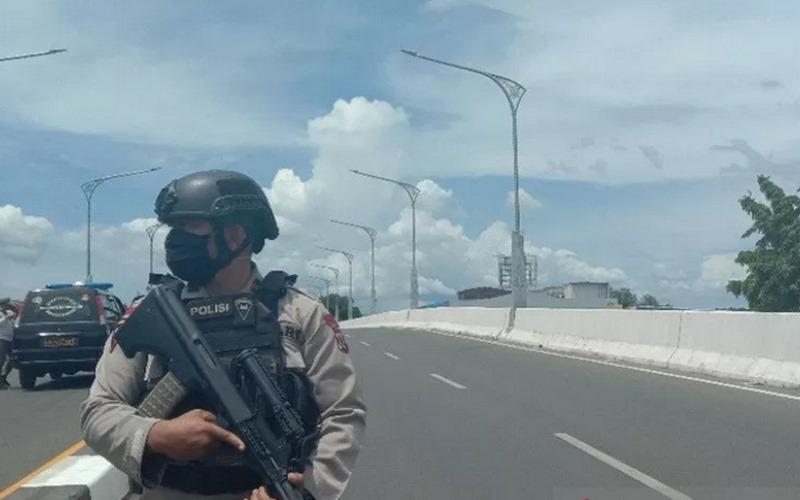 Polisi berjaga di Jembatan Layang, Banda Aceh - Antara