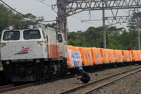 Kereta barang milik PT Kereta Api Indonesia. - Antara