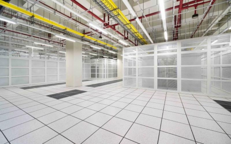 Melihat peningkatan pasar cukup tinggi, DCI Indonesia bahkan telah melakukan pembangunan gedung terbaru (JK5) dengan kapasitas 15 MW di area kampus data center seluas 8,5 hektar yang dapat menampung total kapasitas IT lebih dari 200 MW pada kuartal/I 2021. - dci/indonesia.com