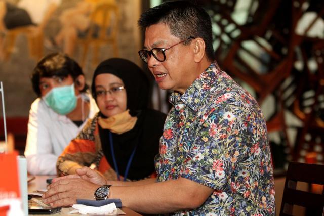 Gubernur Kalimantan Utara Irianto Lambrie (kanan) memberikan pemaparan tentang progres pembangunan Pembangkit Listrik Tenaga Air (PLTA) Kayan Hydro Energy di Jakarta, Selasa (9 - 6). PLTA yang dibangun secara bertahap di atas lahan seluas 12.000 hektare tersebut terletak di Kecamatan Peso, Bulungan, Kalimantan Utara dan akan menjadi yang terbesar di Asia dengan menghasilkan kapasitas listrik sebesar 9.000 megawatt dari lima bendungan.