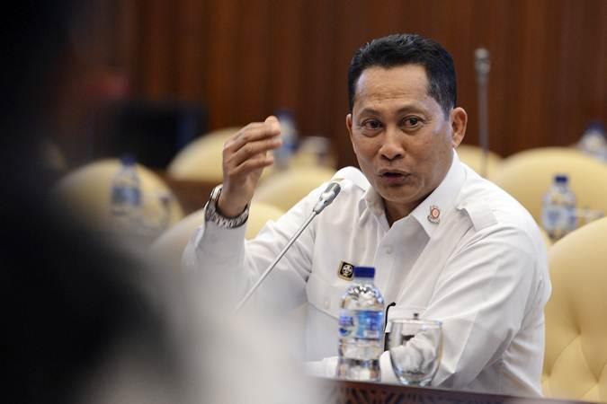Direktur Utama Bulog Budi Waseso mengikuti rapat dengar pendapat (RDP) dengan Komisi IV DPR di gedung parlemen, Senayan Jakarta, Kamis (20/6/2019). - ANTARA/Nova Wahyudi