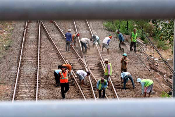 Ilustrasi pembangunan proyek rel kereta api. - Bisnis.com