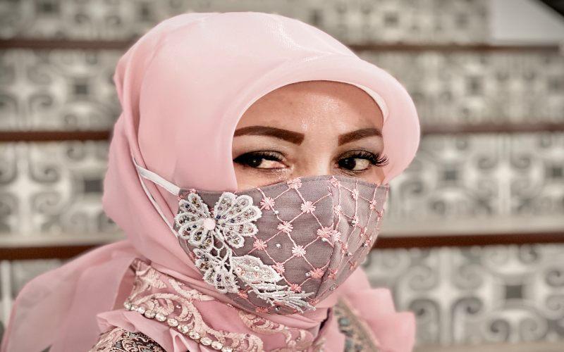 Dani Paraswati merancang masker premium khusus untuk merayakan Lebaran di rumah aja. - istimewa